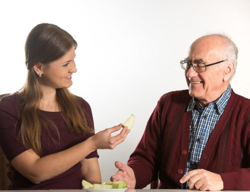 How a Memory Care Community Can Reduce Your Loved One's Anxiety When Eating